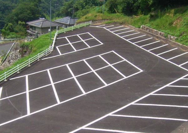 施設駐車場ライン塗替え