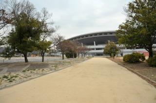 桃太郎スタジアム前をビゼンソイルで(津島遺跡から見る)